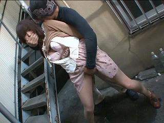 【NTR痴漢作品レビュー】感度抜群の人妻を寝取り、強制2回戦で大量ハメ潮!!_キャプチャ画像