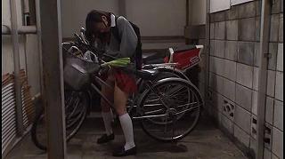 自転車の椅子に媚薬を塗られ通学路でも我慢できずサドルオナニーを…_キャプチャ画像_02