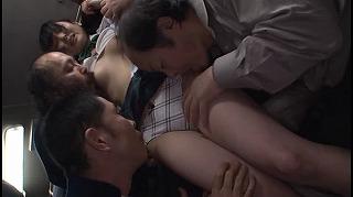 通学バスでキモメン達に唾を飲むまで何度もイカされ屈してしまう女子校生_キャプチャ画像_02
