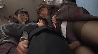間違えたフリして女子校通学バスに乗り込んだら発情期の2人組に挟まれて'ガツガツ'ヤられた_キャプチャ画像_08