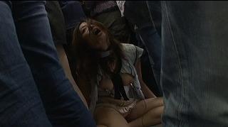 電車内で長身美女を取り囲んで電流責め痴漢!失禁・潮吹きあり。_キャプチャ画像