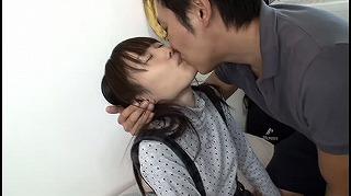 キスに興味を持ち始めた姪っ子にこっそり媚薬を口に含んで嫌がられてもベロキスをし続けたらトロ顔になってセックス大好きっ子に激変!_キャプチャ画像