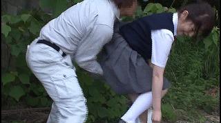 野ション中に襲われオシッコが止まらなくて逃げられず尻肉を掴まれ後ろから即ハメされた女子校生_キャプチャ画像