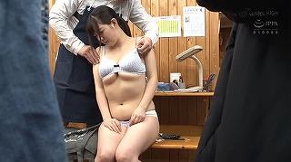 万引きした女子校生に腰が抜けて立てなくなるほど潮吹き身体検査2_キャプチャ画像_16