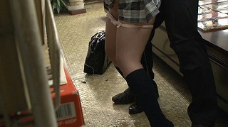 本屋に参考書を買いに来た真面目でおとなしそうな女子校生に媚薬をたっぷり塗ったチ○ポで…4_キャプチャ画像_07