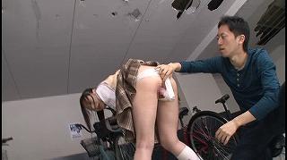 駐輪場で拘束され固定媚薬バイブで放置イキしながら助けを求める敏感女子校生を犯さずにいられますか?_キャプチャ画像