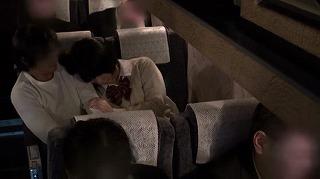 夜行バスでもたれかかってきた隣の席の女の子。2…_キャプチャ画像_04