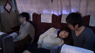 夜行バスでもたれかかってきた隣の席の女の子。2…_キャプチャ画像_07