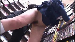 真面目そうな黒髪JK達を電車や本屋で痴漢!!(潮吹き・ハメ潮率高め)_キャプチャ画像