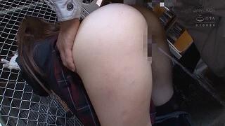 倉庫で助けを呼ぶマフラー娘に興奮し着衣挿入痴漢(栄川乃亜)_キャプチャ画像_09